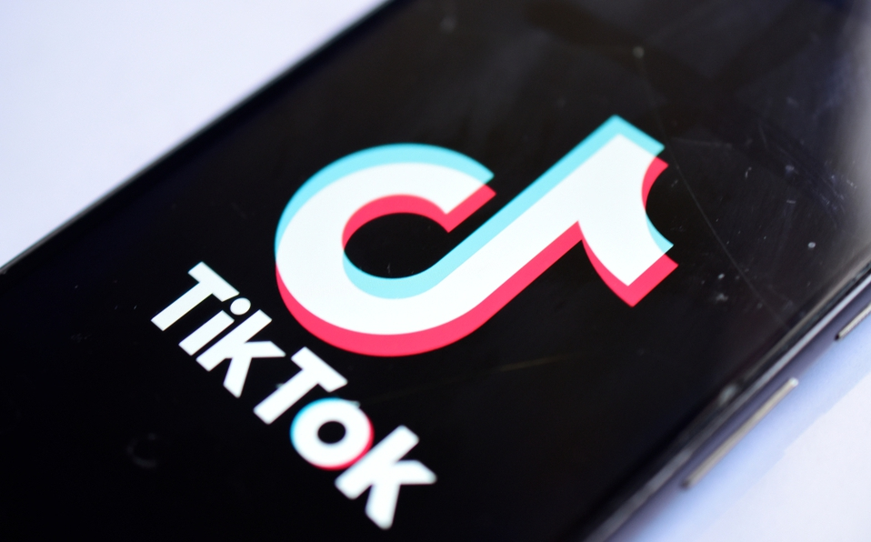 Acusan a TikTok de vulnerar la protección de datos de menores