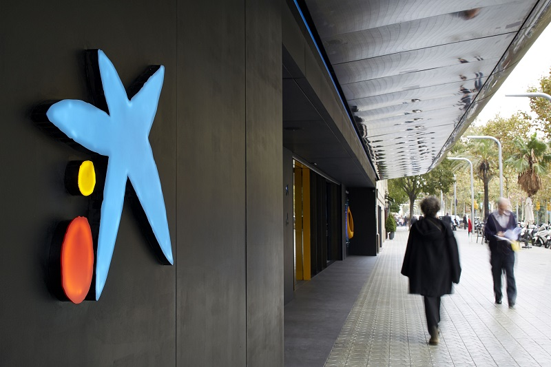 """CaixaBank alerta de que los 'hackers' están aprovechando la fusión para """"atacar"""" a los clientes"""